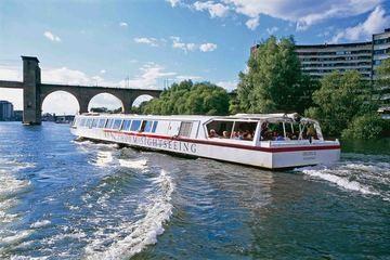 Båtutflykt under Stockholms broar