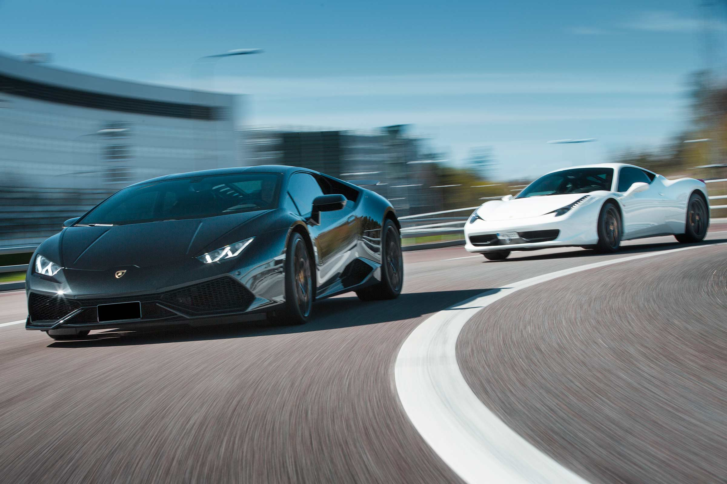 Ferrari vs Lamborghini (Speedtest)