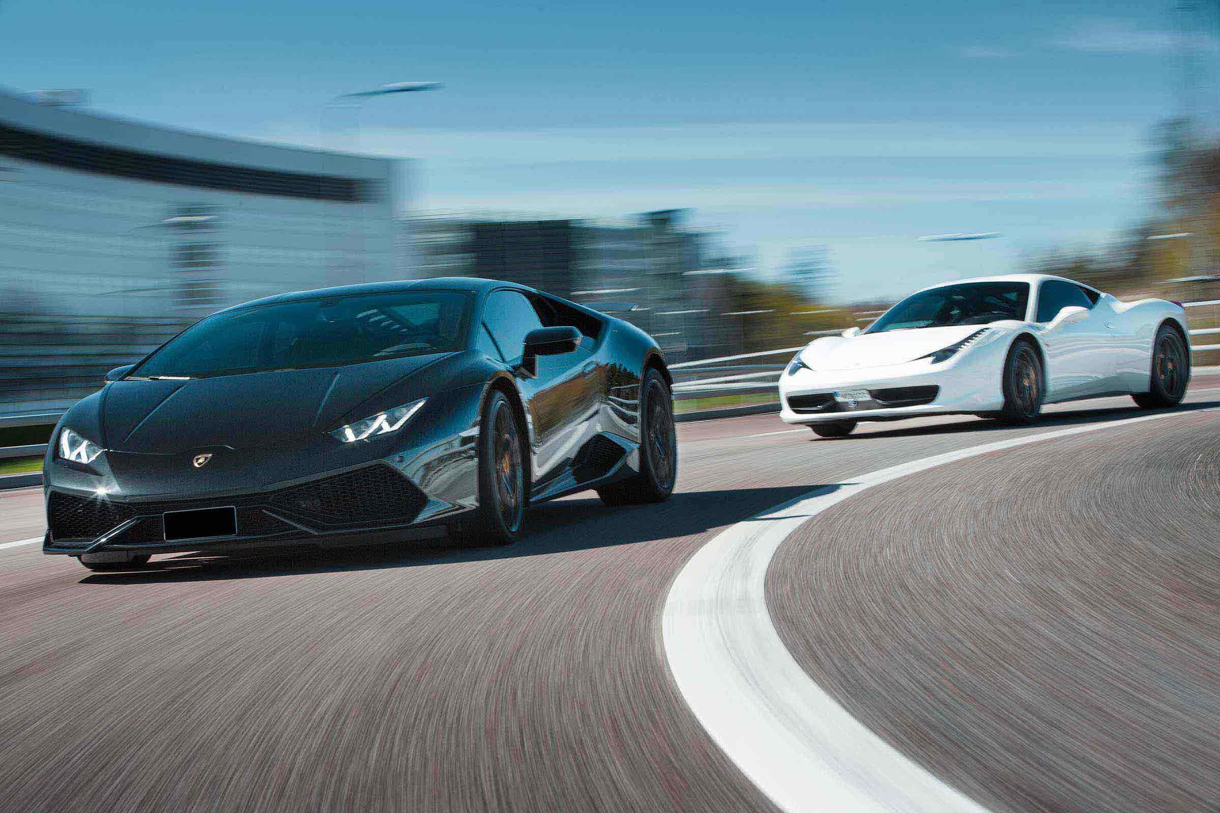 Ferrari 458 vs Lamborghini Huracan -  Speedtest