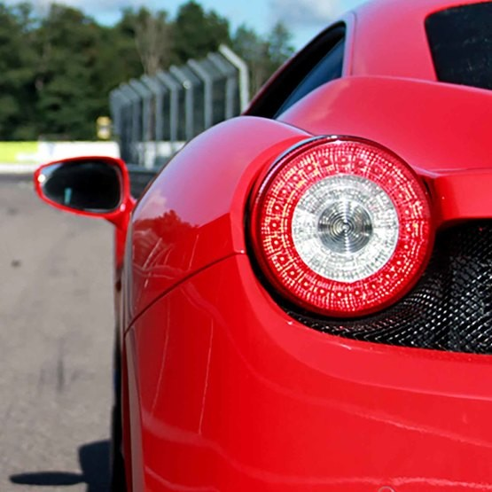 Kör Ferrari på Racingbana