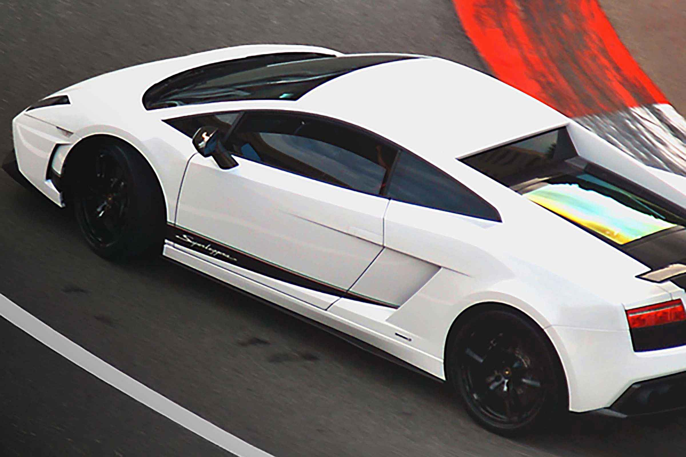 Kör Lamborghini på Racingbana