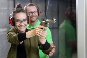 Pistolskytte och Ribbåt i Skärgården