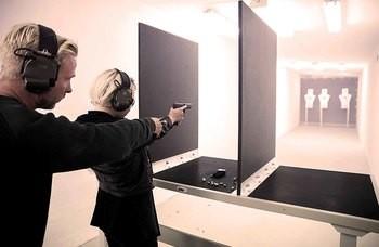 Pistolskytte och Stridsbåt i Skärgården