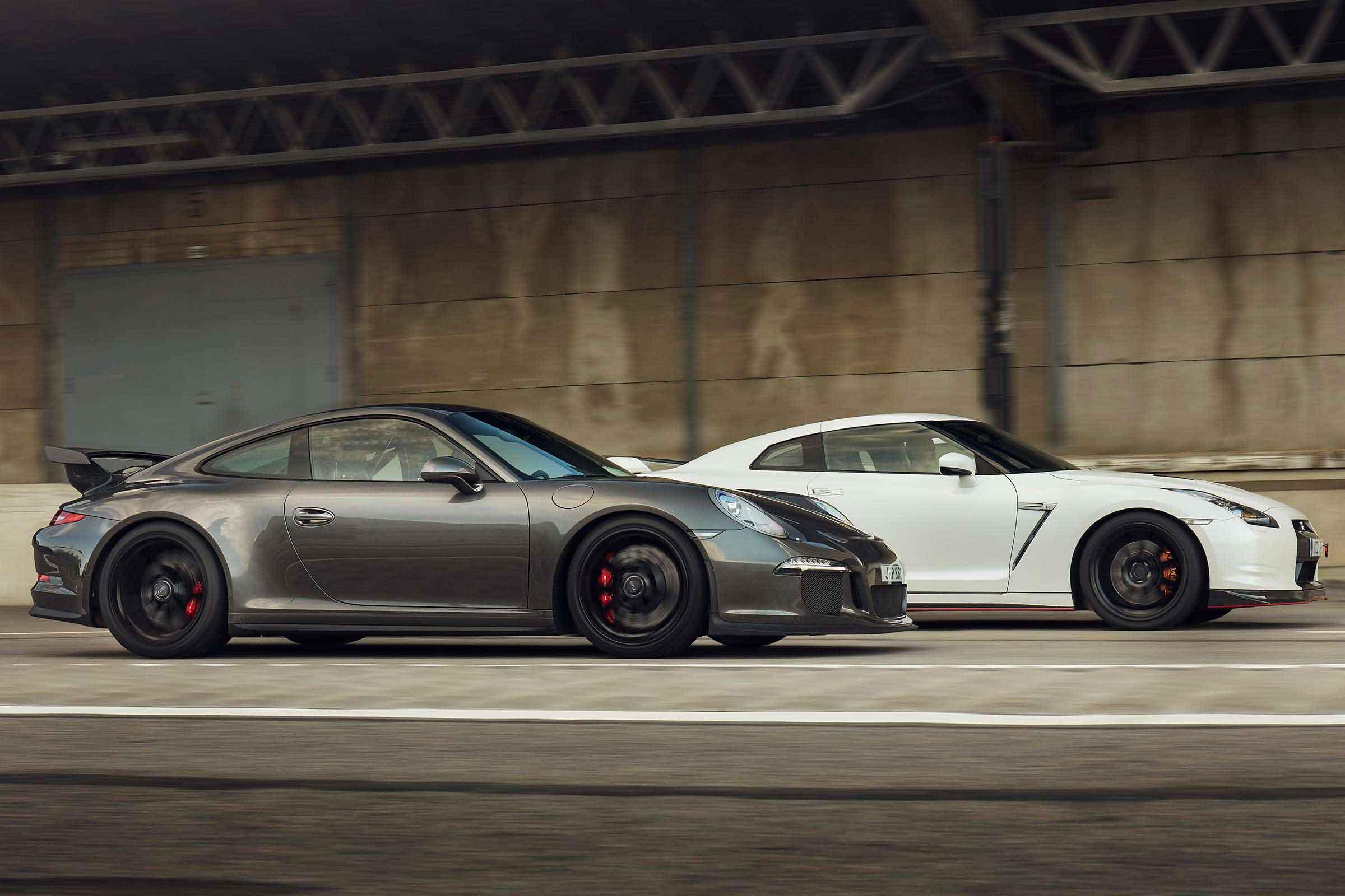 Porsche 911 GT3 VS Nissan GT-R