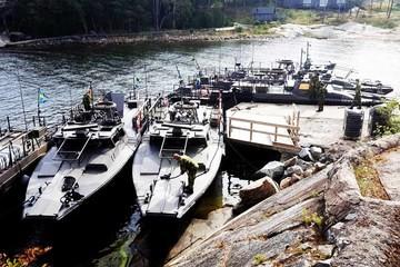 Åk Stridsbåt till topphemlig militäranläggning